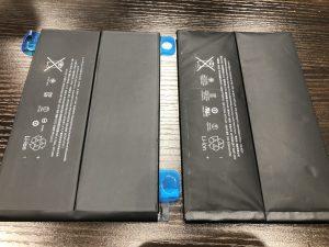 左:正常なiPadバッテリー 右:膨張したアイパッドバッテリー
