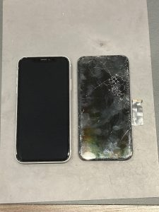 iPhone XR ガラス割れ 四日市市